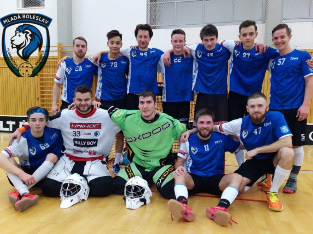 Hrající trenér Aleš Tůma je spokojený s tím, jak se jeho mužské družstvo v divizi prezentovalo